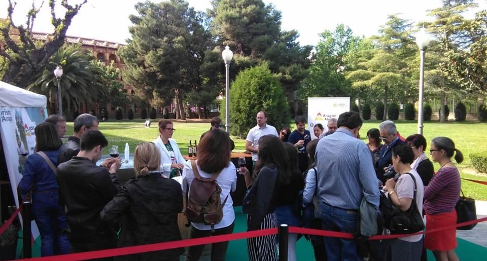 El público del Pignatelli brinda con las rutas del vino de Aragón por el Día de Aragón